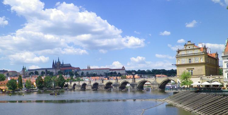 Prag romantischer Blick auf die Moldau